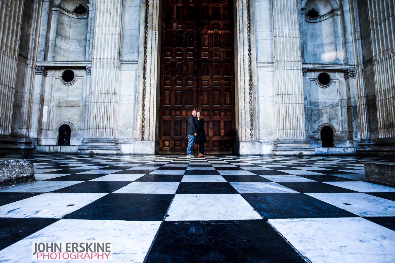 st pauls cathedral doors checkers engagement shoot