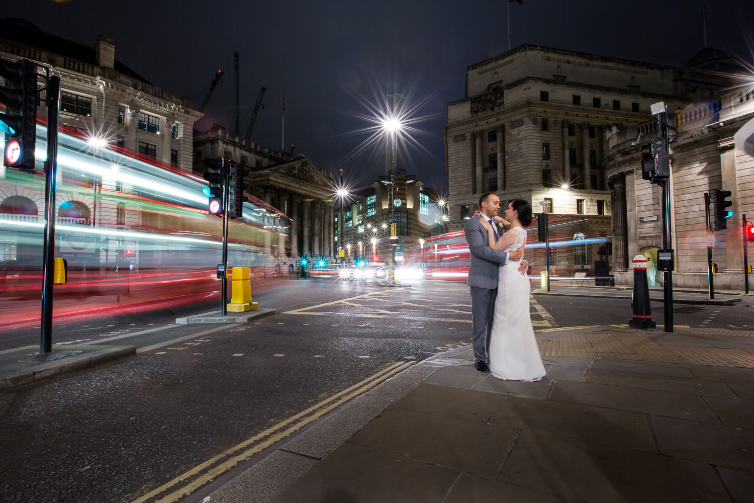 bride-groom-wedding-city-london-stunning-photography-bank