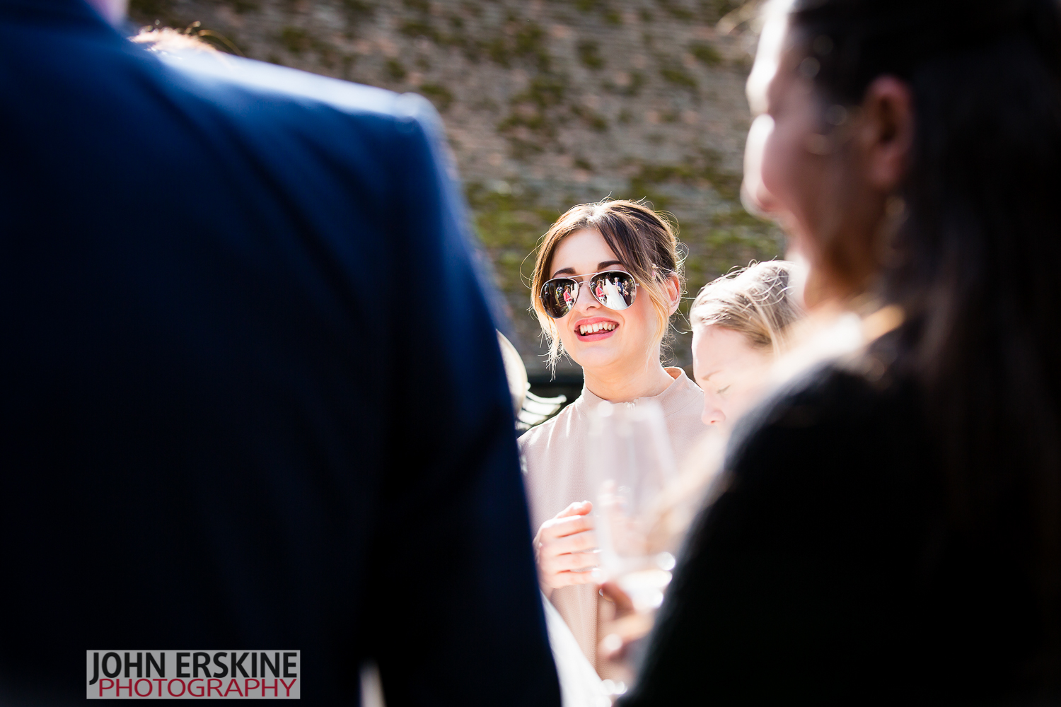 sunglasses bride reflection reportage