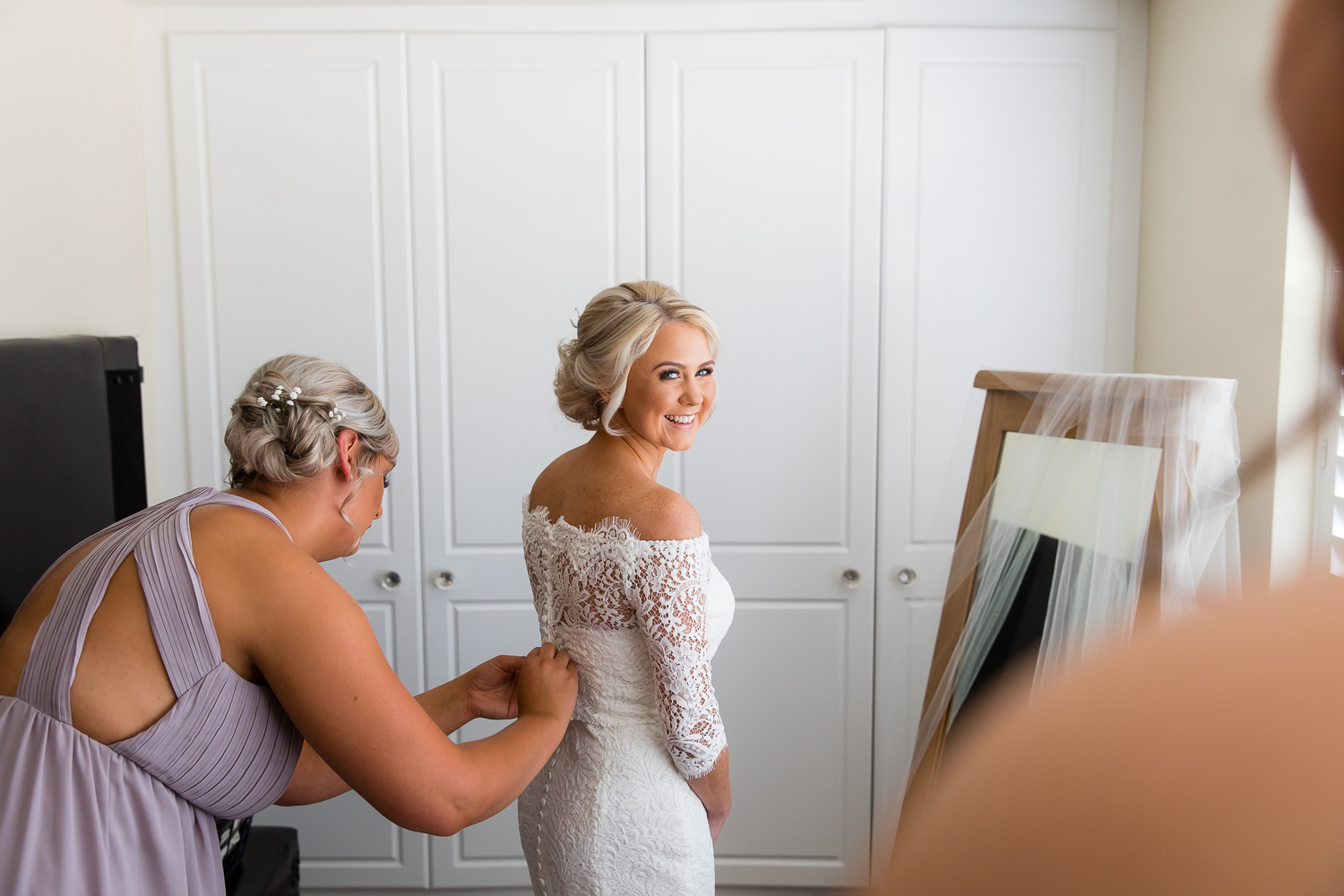 Buckinghamshire Wedding Photographer - Bridal Prep Smiles